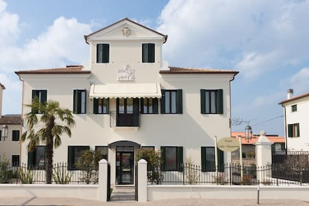 AN ENTIRE VENETIAN VILLA ALL FOR YOU - Dolo