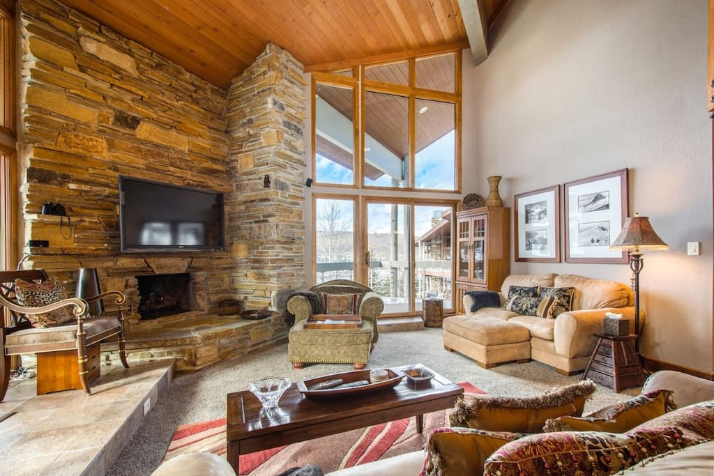 """Deer Valley Powder Run great room, 70"""" HDTV, WiFi, private balcony with hot tub."""