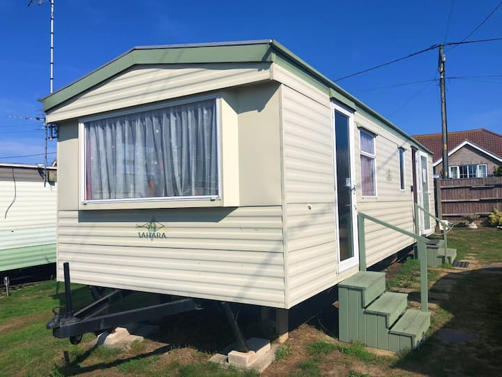 4 berth Caravan. Spacious/well equip.  Beach close