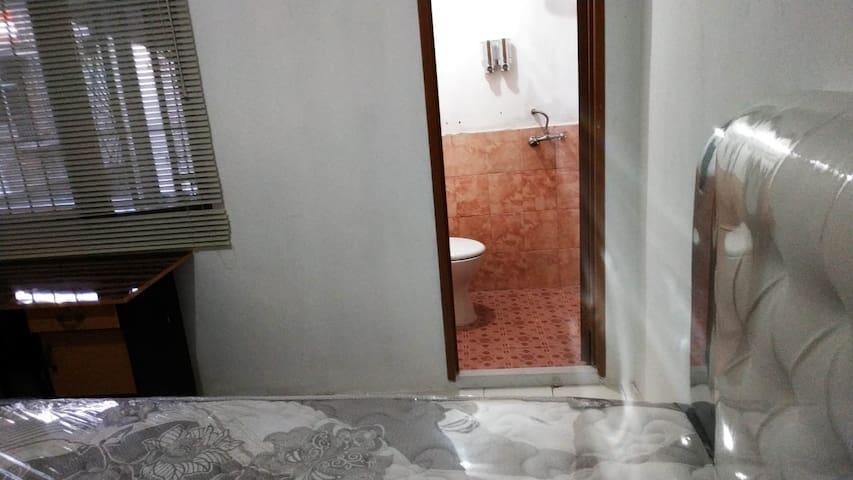 1 Single bed private bathroom no.12