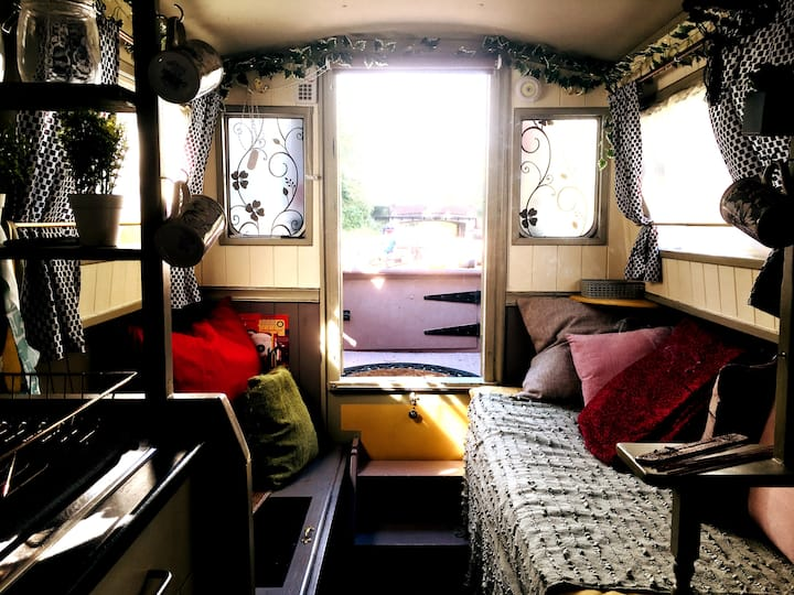 Houseboat / 23ft Narrowboat / Barge (Entire home)