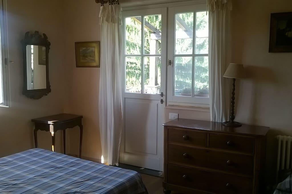 camera da letto con accesso sulla terrazza esterna