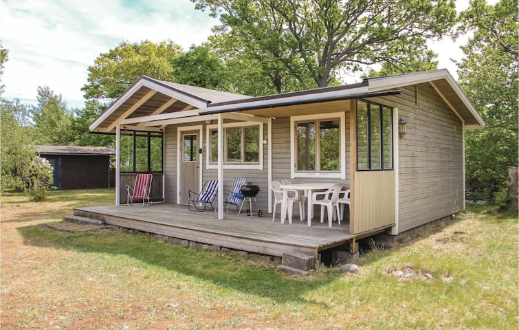 Holiday cottage with 2 bedrooms on 35 m² in Tjurkö