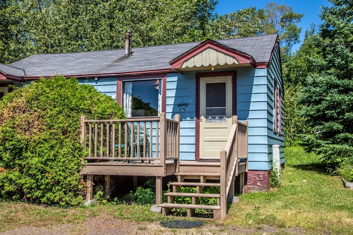 North Shore Cottages Cabin 8 is a one-bedroom duplex-style cabin on Lake Superior`s North Shore