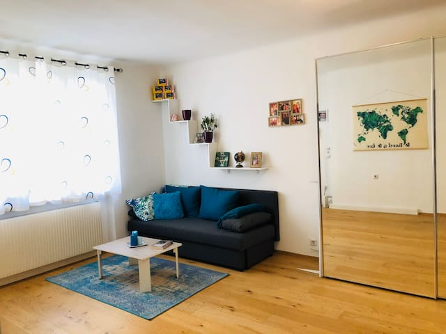 Quiet apartment 5mins to U3 train