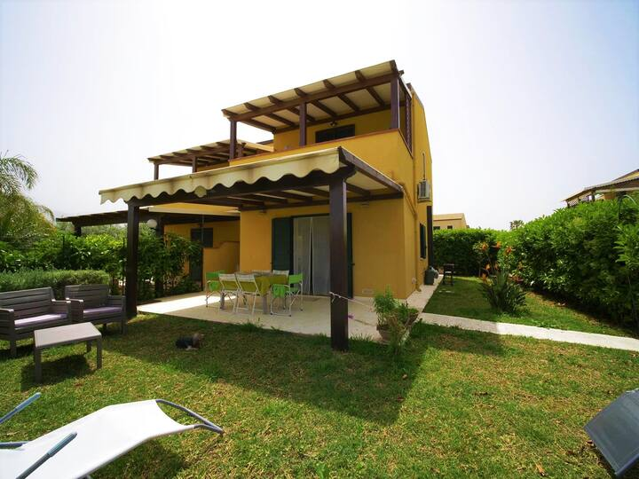 Appartamento con giardino in residence Lascari