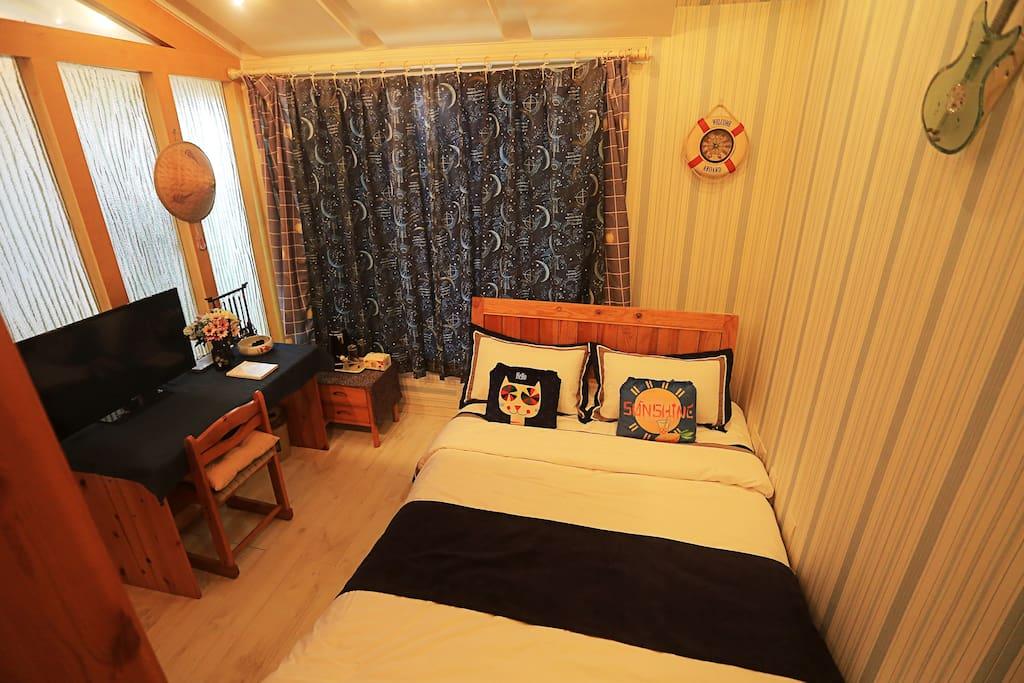 四楼卧室,中央空调,电视,除湿机,衣柜