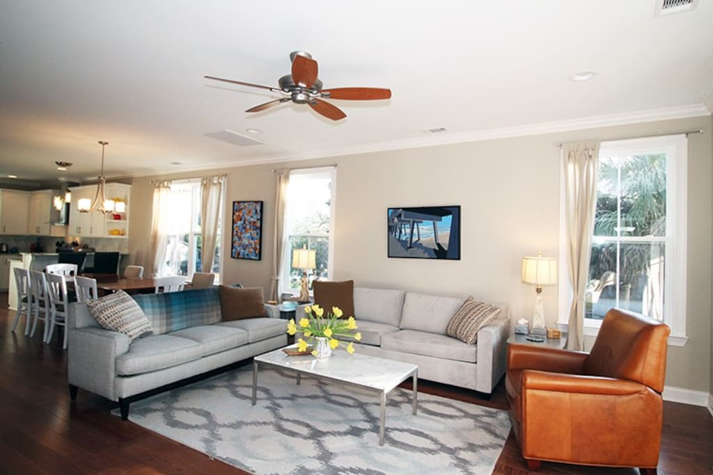 Comfortable Living Room with Large Flat Panel TV and Access to a Large Screened Porch - Fireplace NOT for Guest use