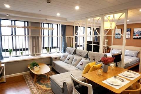湖居小舍Plus市中心状元街智能阳光影院观景公寓2.0