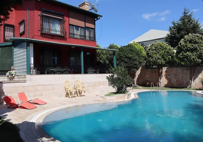 Big Cozy Villa w/ Private Pool and Garden Sea View