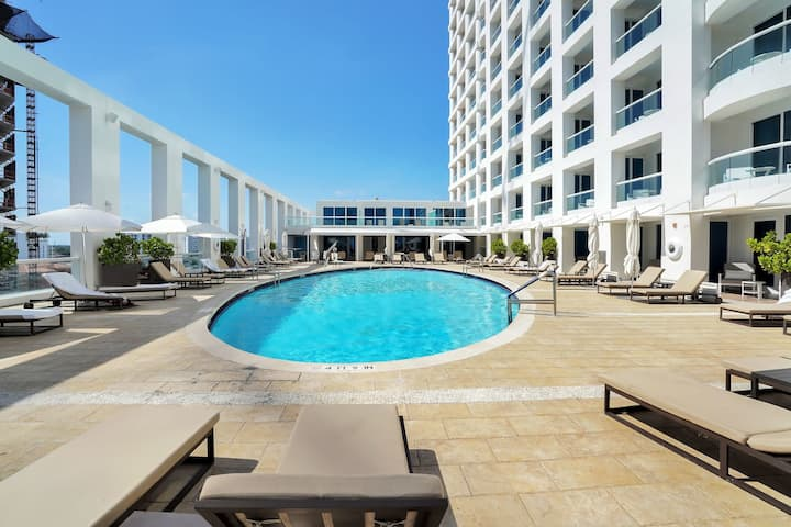 The Ocean Resort 915 | Deluxe Oceanfront Queen Queen Studio