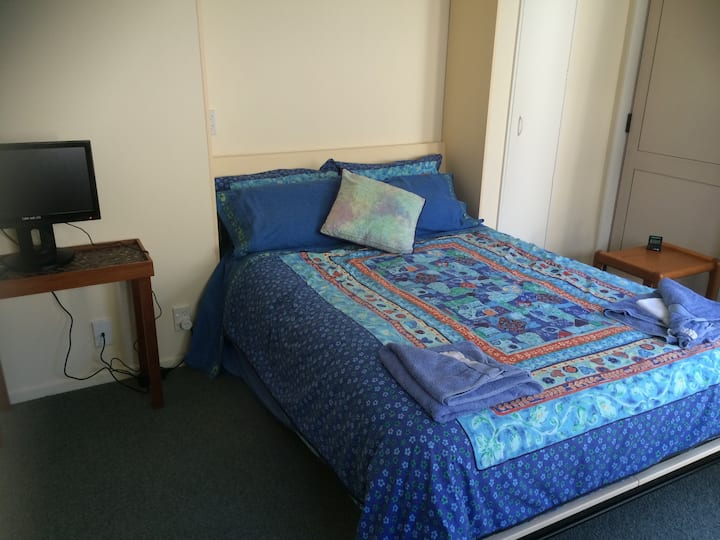 Seaviews & a Gem in Whitby, with private bathroom