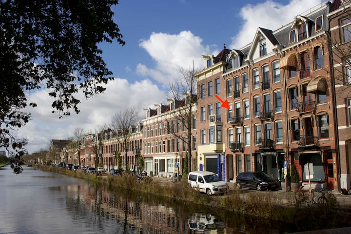Studio apartment just outside centre of Amsterdam