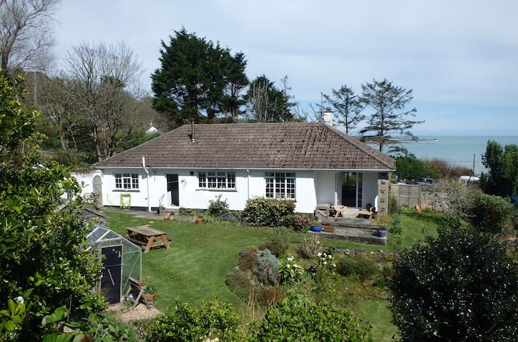 Silvermere seaside bungalow - Coverack - บังกะโล