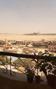 اطلاله على مطار القاهرة الدولي نظافة تامه