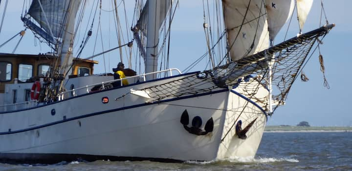 Harlingen : stay on a luxury Sailing Yacht