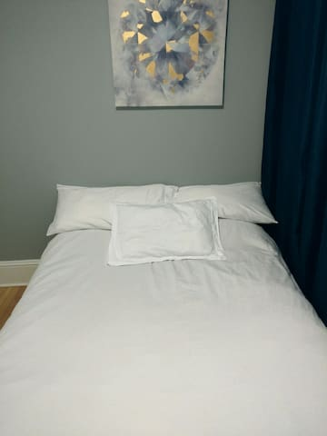 Very clean and modern close to downtown - Moncton - Byt