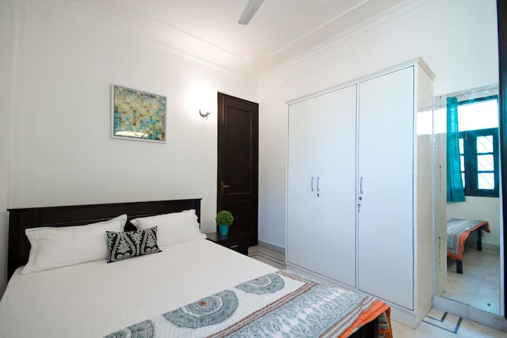 Modern Homestay-Private room in a shared apartment