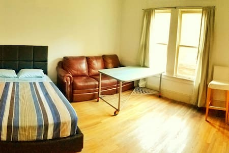 Cozy room w/ Couch &  Free WIFI - Stockton - Dom