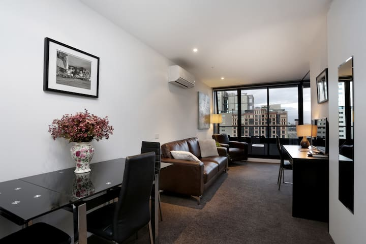 4 single beds 2 bedrooms 1 bath serviced apartment with balcony-c
