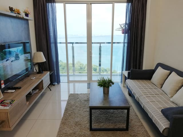 Sea View Skylodge in Queensbay Penang w/100mbps