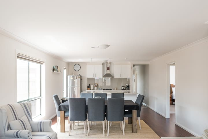 Open plan living - kitchen+dining+living area