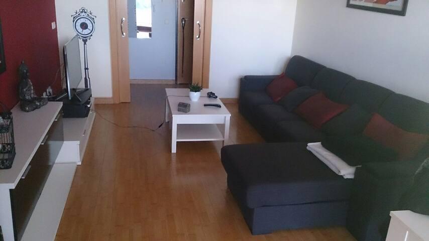 Habitación con sofá cama muy bonito - Silla - Appartement
