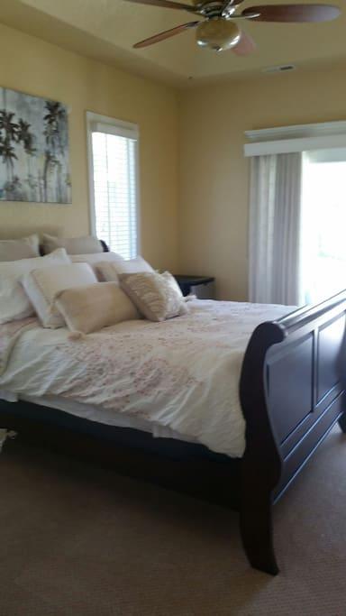 Room 2, Queen bed