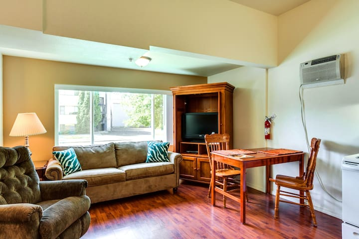 Close to Downtown Amenities Apts