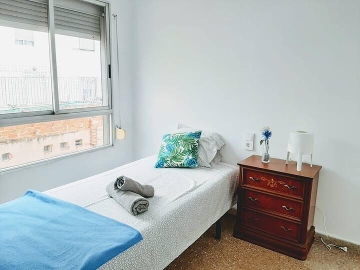 Habitación c/2 camas en piso recién reformado