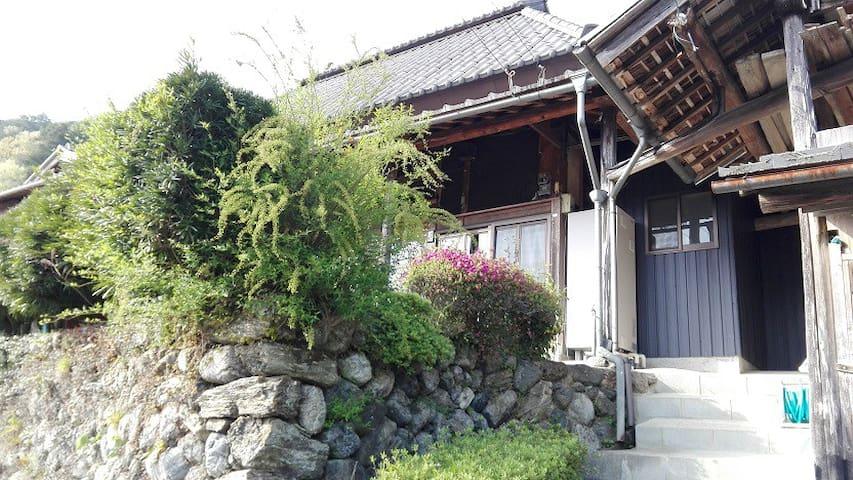 Panoramic mountain view house in Kamiyama