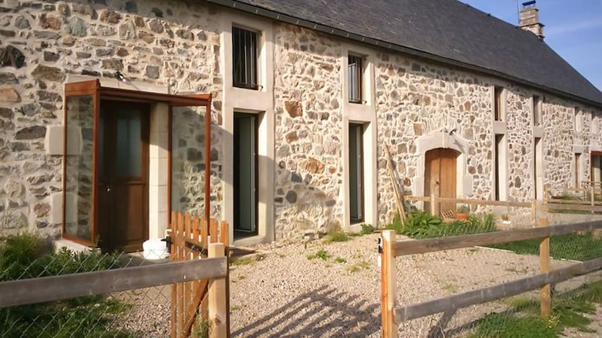 Stone house w/ Wi-Fi for 14 - Marchastel - House