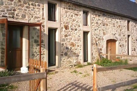 Stone house w/ Wi-Fi for 14 - Marchastel - Talo