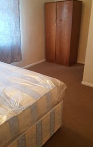 Double room for couples or solo adventures. - Dagenham