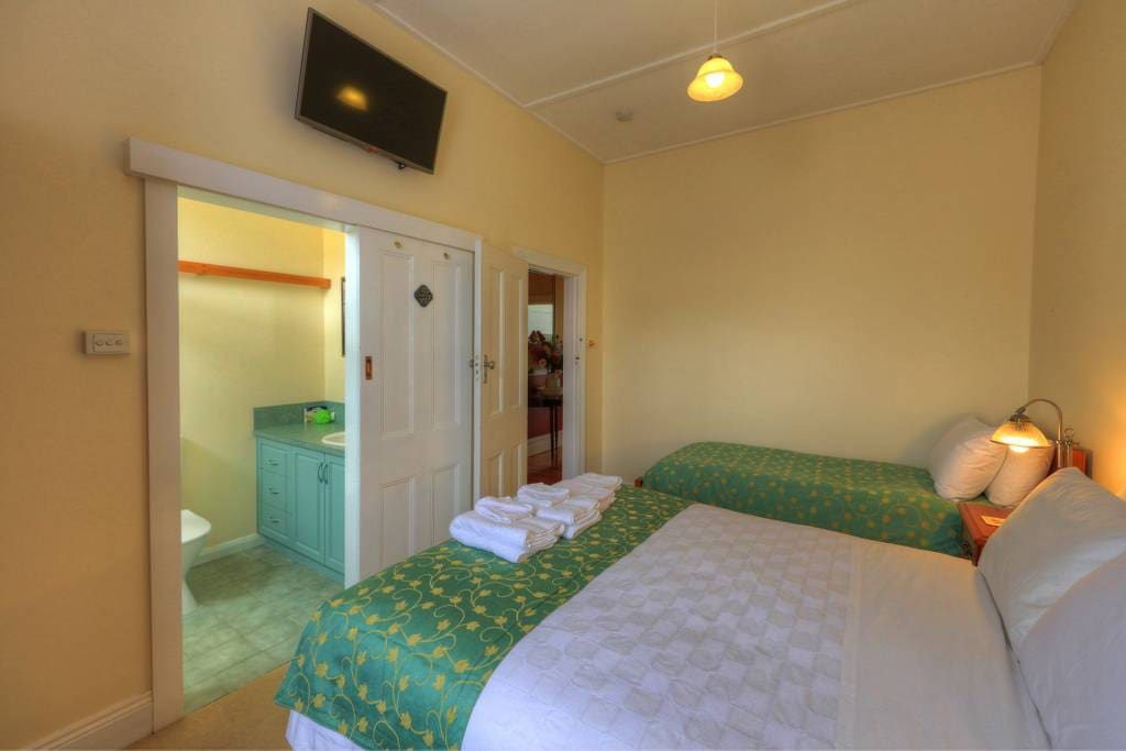 Queen and Single Bed, ensuite bathroom