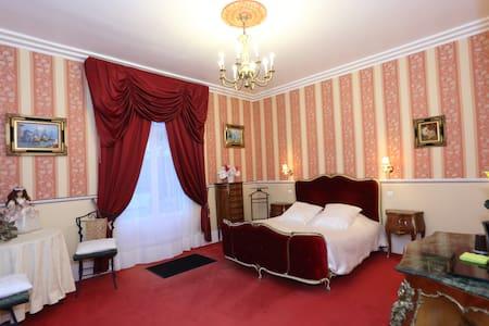chambre d'hôte de charme  - Quesmy - Kasteel
