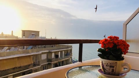 Sea View Apartment-on the beach and central
