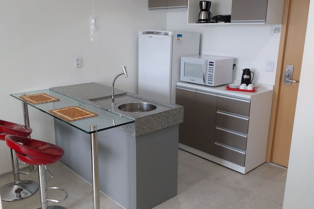 Cozinha, pia e bar