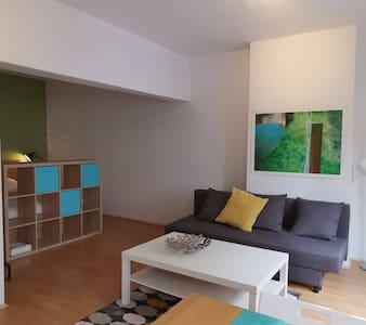 Studio dans un quartier animé de Bruxelles