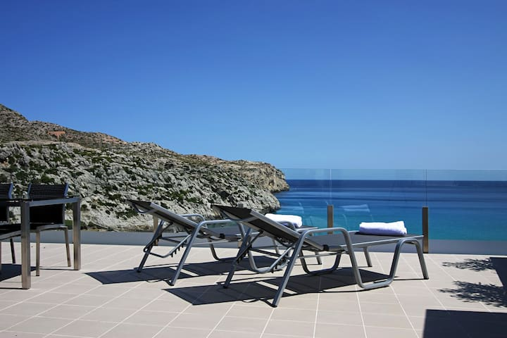 Penthouse B. Sea-view apartment with outdoor pool - Cala Sant Vicenç - Daire