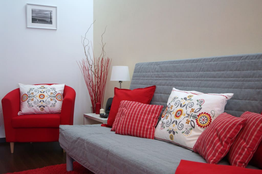 Sofa and leisure area (big television with cable channels and WIFI)