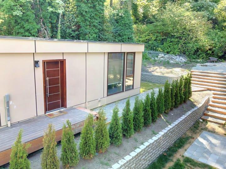 Modern, Light-filled Suite in West Seattle