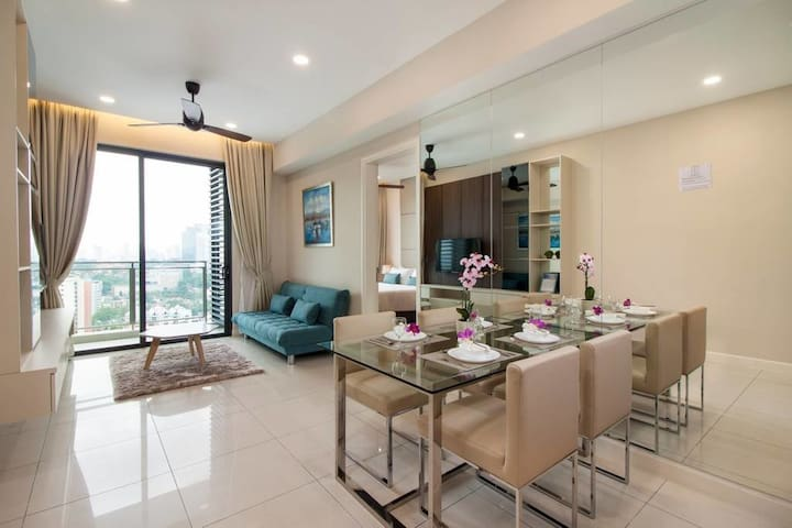 Luxury 2BR, 5 mins from LRT, Bangsar
