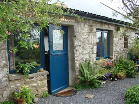 A rural escape to cosy Druid cottage in Co.Clare