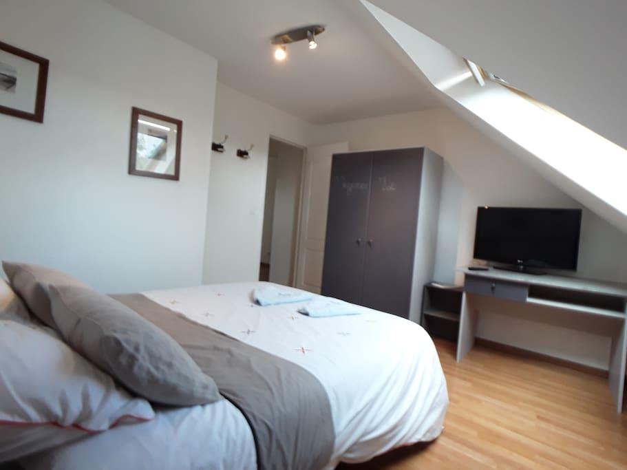chambre avec sdb salon wc priv h user zur miete in ploufragan bretagne frankreich. Black Bedroom Furniture Sets. Home Design Ideas