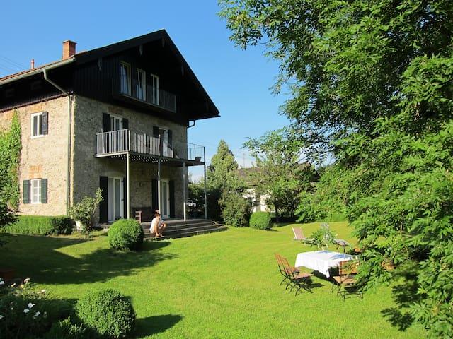 Dachgeschosswohnung in altem Bauernhaus - Brannenburg - Appartement en résidence