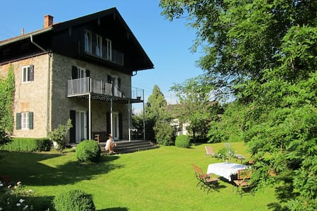 Dachgeschosswohnung in altem Bauernhaus - Brannenburg