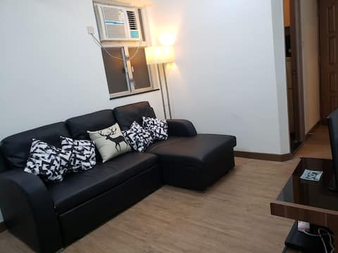 A cosy single bedroom in Causeway Bay