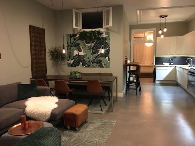 City garden room