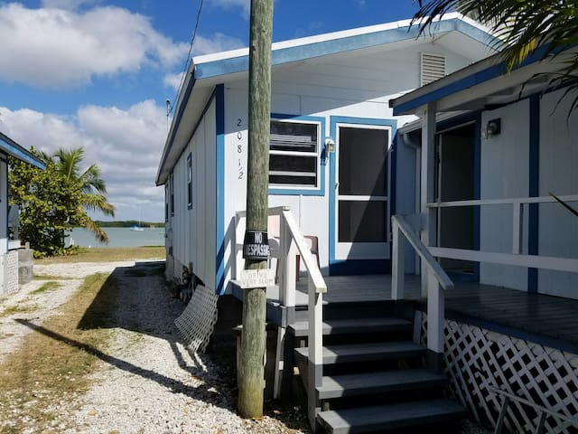 Quaint Cottage located in an Old Fishing village - Marco Island - Lejlighed